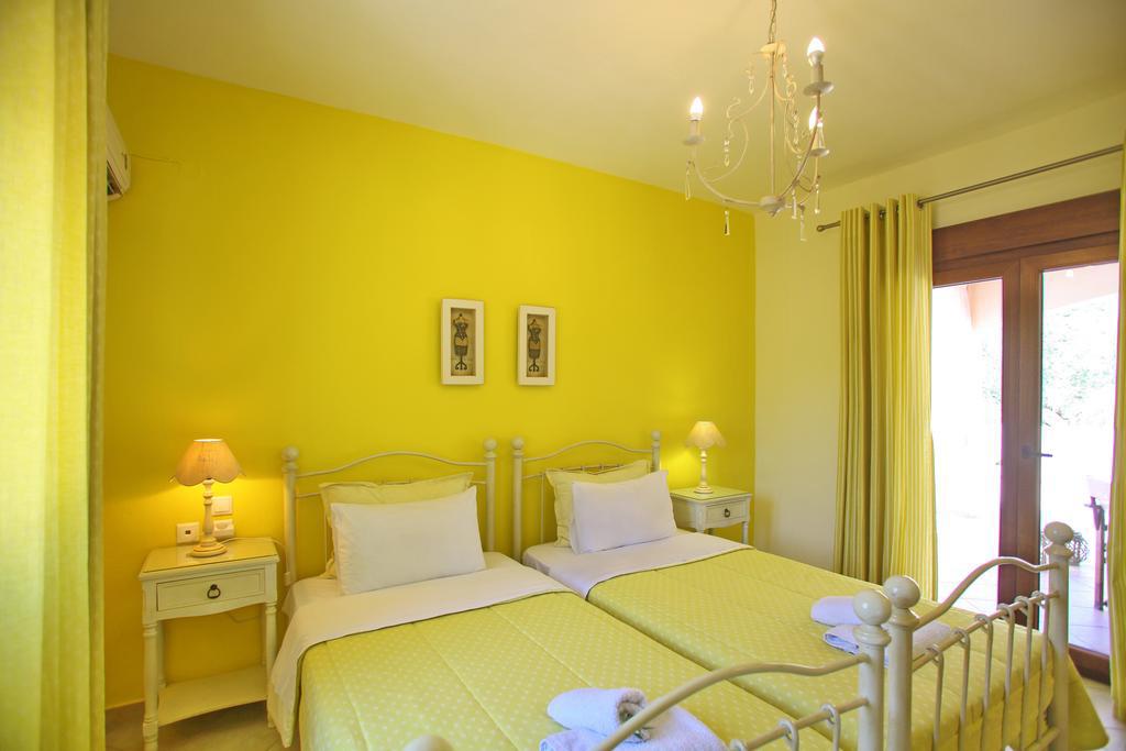 villa amaryllis bedroom 2 beds with private bathroom kardous villas skopelos greece