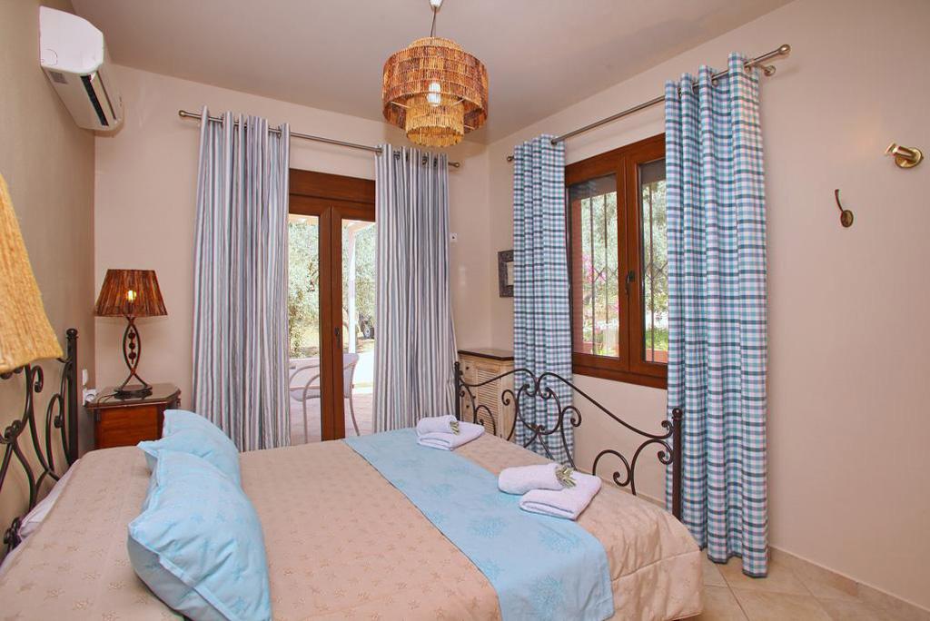 villa amaryllis bedroom king size with private bathroom kardous villas skopelos greece
