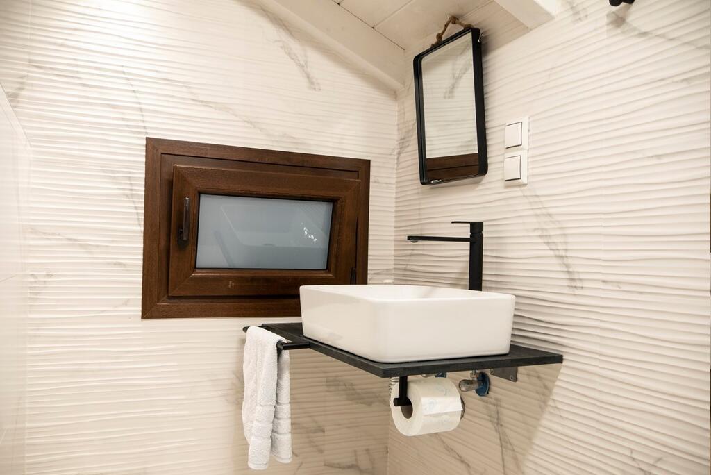 villa amaryllis xenios dias apartment first floor second bedrom with private bathroom kardous skopelos lux family villas greece
